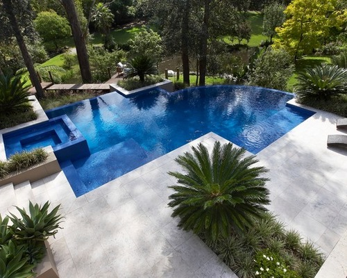 rolling stone landscapes, keep cool with travertine paving - luxury pools + outdoor living, Design ideen