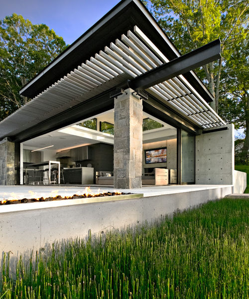 Outdoor Luxury Pool House: A Minimalist Connecticut Pool House Opens Out To Stunning