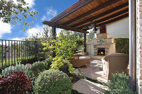 Attirant Luxury Pools + Outdoor Living